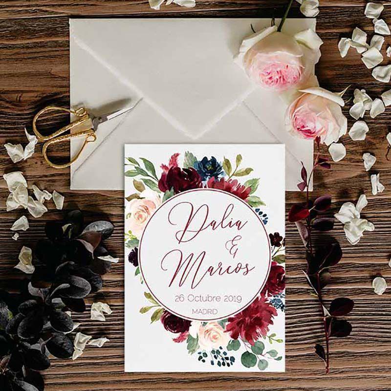 Invitación boda otoño Dalia guirnalda flores redonda. Invitación boda rústica