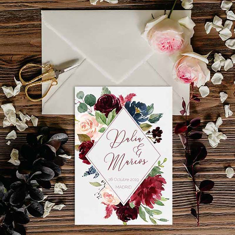 Invitación boda rústica otoño flores burdeos