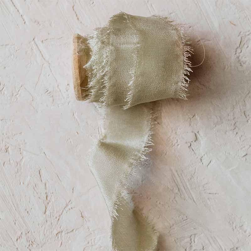 Cinta de seda hecha a mano verde perlado