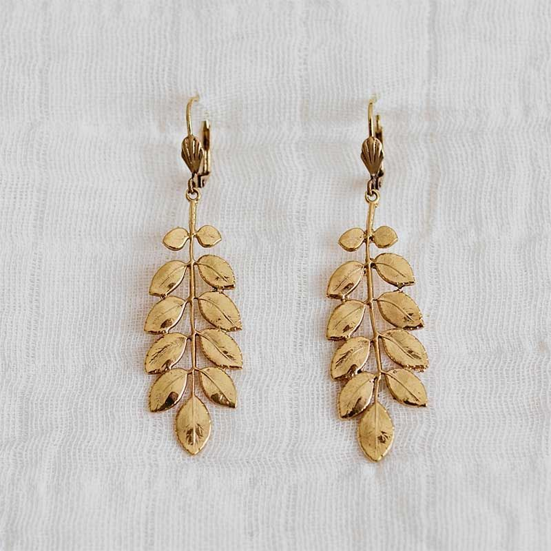 pendientes hojas oro