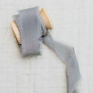 cinta de seda gris